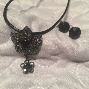 🆕Black bling necklace & button earrings NWT